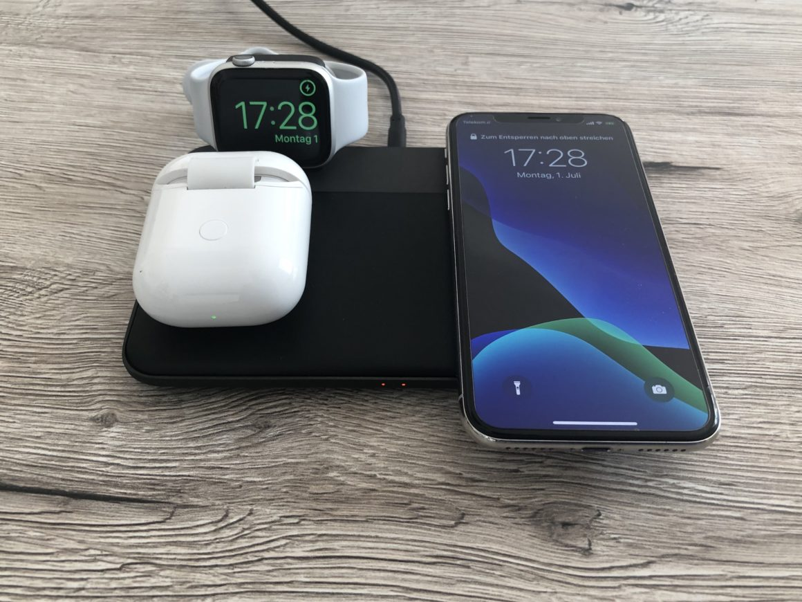 Nomad Base mit iPhone, AppleWatch und AirPods